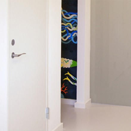 Wall painting in under-water-cosmic-experience pissoir